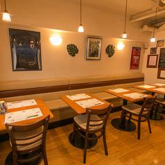 テーブル席は最大10名まで調整可能です。単品をじっくり味わうのもよし、コースでソーシエの人気メニューを堪能するもよし♪