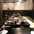 名駅徒歩5分の炉端焼きの美味しい海鮮居酒屋 奥志摩 名駅本店の個室席は、4名様から最大25名様までご対応可能!大人数宴会など団体様でのご利用には、お得に美味しいお料理とお好きなだけお酒をお楽しみいただける飲み放題付宴会コースのご利用がおすすめです!