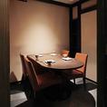 4~5名様の個室・半円のテーブル格子戸で仕切られ、天井もある完全個室です。ご接待等で人気がございます。お詰めいただいた場合は5名様でもご利用可能です。