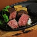 料理メニュー写真黒毛和牛2種盛り 石焼きステーキ250g