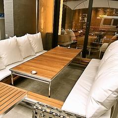 リラックスできるソファ席は女子会などにも最適です☆テラス席ご希望の場合は店舗にお問い合わせください。外のお席になるため雨天時は店内でのご案内になります。