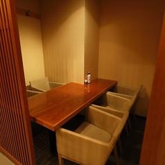 【2~5名様までOK】少人数の個室です。プライベートな空間を演出!落ち着いてお食事を頂けますし、ワイワイ賑やかにご宴会をして頂くこともできます!ごゆっくりとお過ごし下さい!