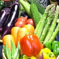 地物の野菜や鮮魚を仕入れ
