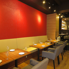 【テーブル席】店内はとても広々としていてオシャレな空間になっております!!各種ご宴会にもピッタリ♪ぜひご利用ください!!