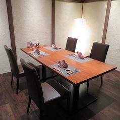 ゆったりとした個室。連結しても利用可能です。宴会や会食、接待などビジネスシーンでもご利用いただけます。