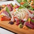 【逸品料理】料理長が厳選した産地直送の鮮魚を使った創作料理を多数取り揃えております。刺身や炙りなど様々な調理スタイルでご提供!広島で美味しい海鮮料理を楽しむなら当店へ是非お越しくださいませ♪全席個室なのでごゆっくりお寛ぎいただけます。