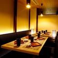 名古屋駅 最大30名様までご宴会貸切フロア仕様。曜日や時間帯にもよります。詳細はお問い合わせください。女子会・宴会・飲み放題も♪フロア貸し切りになります。単品飲み放題や飲み放題付きコースも充実!美味しい海鮮・焼き鳥・肉料理・名古屋飯を♪サプライズスにメッセージ付きデザートプレートは予約で無料に★