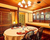 まるで我が家に帰ってきたかのような落ち着いた和空間。6名様まで一同にお座りいただけるテーブル席。親しい方とのお食事会から接待や誕生会などに。