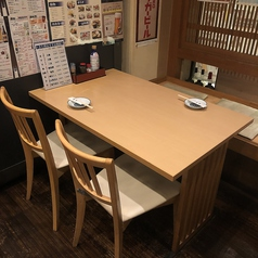 4席×6卓。人数に応じ、お席を繋げて御利用頂けます。