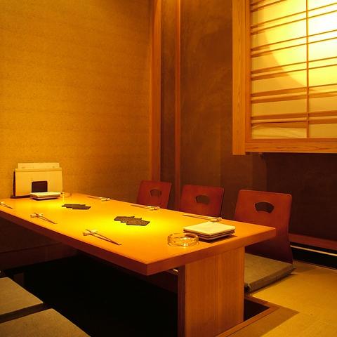 落ち着いた雰囲気の店内。和みの空間でゆったりと寛ぎながら楽しいひとときを・・・