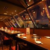 夜景が見渡せる宴会スペース。上質な空間で上質なお肉をどうぞ。