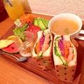 料理メニュー写真日替わりランチ≪A≫ サンドウィッチプレート【海老とアボカド】