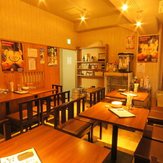 【4名テーブル×5卓のテーブル席】別室のテーブル席は15名様以上から貸切個室としてご利用いただけますので、お子様連れでも安心してお食事をお楽しみいただけます♪ママ会、会社の同僚との飲み会にも人気のお席です。フリータイム食べ飲み放題コースは3800円(税抜)でご用意しております☆