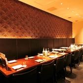 【10~12名様用個室】プライベートな空間でゆっくりとお食事を楽しみたい方には個室席がおすすめ。ご家族でのお食事や女子会などにはもちろん接待や会食などの大切なシーンにもご利用いただけます。絶品お料理の数々とこだわりのお酒、上質な空間に大満足間違いなし!皆様のご来店心よりお待ちしております。