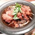 京都季鶏屋では、お昼からのランチ営業も行っております。リーズナブルな価格で御飯やお味噌汁、ミニサラダ、小鉢、メイン料理とお昼からたっぷりと食べれます。定番のアジフライ定食や若鶏の唐揚げ定食を是非一度ご賞味ください。