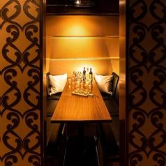 【中規模個室】四辺がしっかりと襖で仕切る事ができますので思う存分にお寛ぎください。個室で飲み放題や宴会は定番になってきております。個室は和のテイストとなっておりますので是非ご予約時には個室お待ちしております。