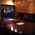 大きな広いテーブルは、大人数でも囲ってお食事ができる、素敵な空間。
