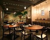 友人同士やカップルにもピッタリな丸テーブル席♪他のお席より距離が近いのでワイワイ盛り上がるには最適です。