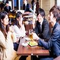 【4名様用テーブル席】食べ飲み放題がご利用いただける当店では、相席を楽しみながら美味しいお食事やお酒をいただくことが出来ます。種類が豊富なので、何をとるか選びながら、お相手の方との会話のきっかけにもなります♪梅田で素敵な出会いを求めるなら「相席屋 阪急東通り店」がおすすめです♪