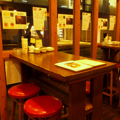 開放的なテーブル席。美味しいお酒を片手に、話も弾む♪テーブル席をつなげることも出来るので、お気軽にご相談下さいね♪