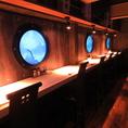 潜水艦から海の中を覗いているような新感覚な雰囲気をお楽しみ下さい♪22時からのフードメニューもご用意しておりますので2軒目利用にも◎