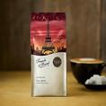 【フレンチロースト】タリーズの中で、最も深くローストされたコーヒー。リッチでスモーキーな香りが口いっぱいに。アイスコーヒー用の豆としてもおすすめです。淹れる際に、コロンビアやグァテマラといった酸味のある豆を少量加えて抽出すると、フレンチローストのリッチな風味がより引き立ちます。970円(税抜)