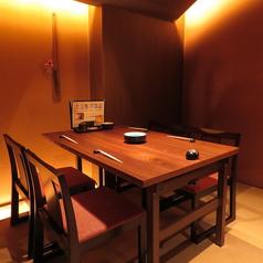 プライベート感のある椅子のお席。2名様~4名様でのお食事におすすめ半個室となっております。