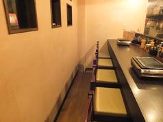 お一人様もよく使うカウンター席は店長との会話も愉しめるのと、料理を作る姿もみられるので迫力満点!!