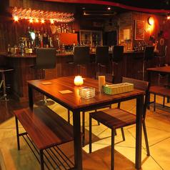 2~4名様用のテーブル席。デートやお食事使いまで幅広くご利用頂けます♪