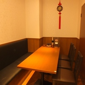 少人数でのお食事やご宴会にもぴったりなテーブル席を各種ご用意しております。広々とした店内でゆったりと寛ぎながら当店自慢の本格中華をどうぞご堪能ください!!明るく開放的な空間はご家族や仲の良いお友達同士でのカジュアルなお食事会にも最適です◎