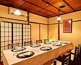 最大10名様で一同に座れるテーブル席はパーテーションを使用し4名様席としてご利用も頂けます。