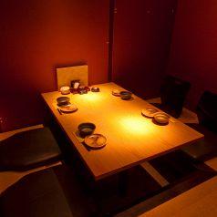 2~4名様向け。友人とゆっくり過ごしたい完全個室☆掘りごたつ完全個室☆ドア付きの完全個室です!商談や大事な方とのお食事にご利用ください♪