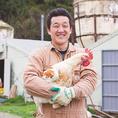【播州百日鶏】兵庫県多可町加美地区にある大自然の中で、太陽の光をいっぱいに浴び、通常の飼育より長い、約100日という時間をじっくりかけて飼育された銘柄鶏。繊維質が細かやで口当たりがよい最高の肉質で、さらに運動量も多いので肉の締まりがよく歯ごたえも◎何より鶏肉とは思えない「甘み」を味わうことができます。