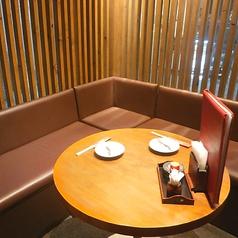 当店で一室しかない半個室・テーブル席!店外の景色も見れるお席♪
