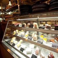 店内のデザートは全て手作り♪20種以上のスイーツが自慢