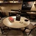お気軽にご利用いただけるテーブル席です。注文率ほぼ100%!人気の【厚切り上タン炙り焼き】などコースだけでなくアラカルトも充実★名物の牛タンとワインを開放的な空間でゆったりお楽しみください。パーティーのご予約も承っております!お気軽にお問い合わせください。