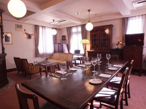 2F個室『マロニエ』着席なら4名~28名まで、立食では10名~40名までご利用いただける優雅な個室空間です。