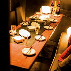当店は少人数からご利用可能な落ち着いた雰囲気のおしゃれな個室席も完備しております!友人同士の飲み会や会社での宴会などにおすすめです◎楽しい一時を心ゆくまでお過ごしください。