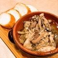料理メニュー写真鶏ささみとキノコのガリバタアヒージョ