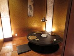 当店自慢の黄金の間 円卓の掘りごたつ式個室