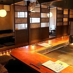 カウンター席:魅せるをテーマに作られた自慢の料理を作る過程が楽しめます。個性豊かなスタッフとの会話も是非お楽しみください♪