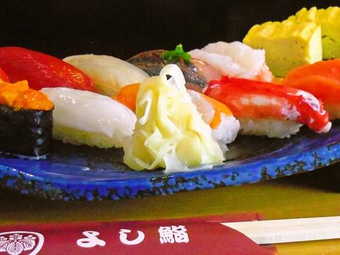店主のこだわりと温かみを感じるお店。新鮮なお寿司を落ち着いた空間で楽しめる。