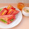 料理メニュー写真薬膳サンドイッチ(赤の漢方)