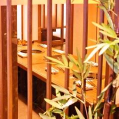 【雰囲気自慢】木をふんだんに使った、和の雰囲気たっぷりの落ち着いた店内。