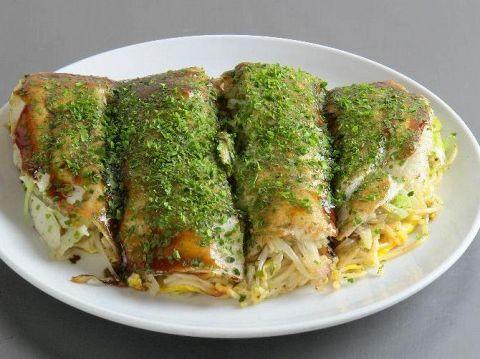 甘味を出す為にケチャップを加えてラードで炒めた生麺を使用。
