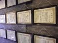 壁一面に並ぶ表彰状。