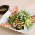 料理メニュー写真海鮮炙り楽蔵サラダ 【2人前】