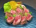料理メニュー写真和牛肉のタタキ 手作り野菜ソース
