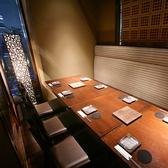 【プライベート感のある完全個室席】落ち着いた照明と木の温もりがあふれる店内でお食事をおたのしみください。