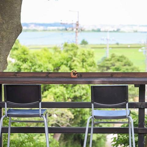 全席テラス席!奥手賀の自然に囲まれた開放的な空間で地元の美味しい食材をご提供。